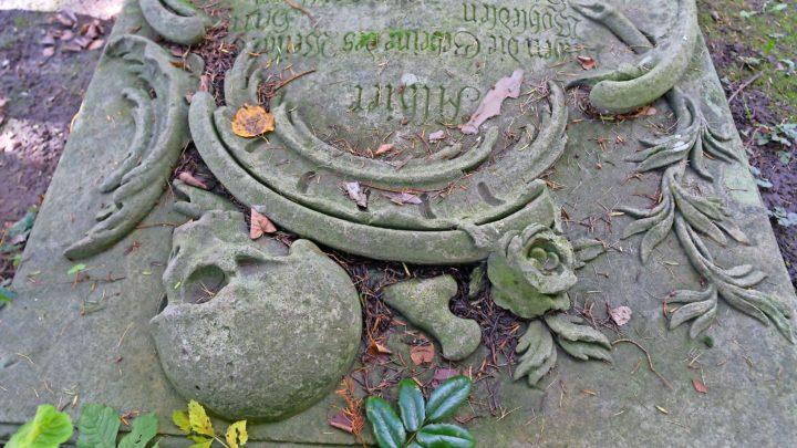 Sprechende Gräber: Ein Besuch auf dem Bornstedter Friedhof