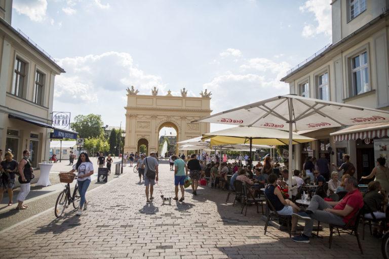 Die Brandenburger Straße im Herzen der Stadt Potsdam.